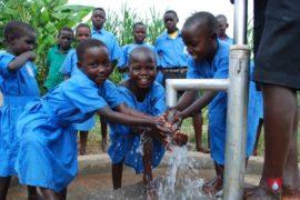 waterwells_africa_uganda_dropinthebucket_stcharleslwangakakinduprimaryschool123